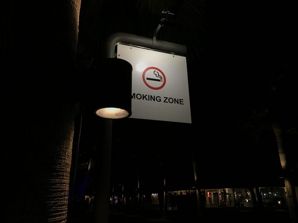 ホーカーズそばにある喫煙所