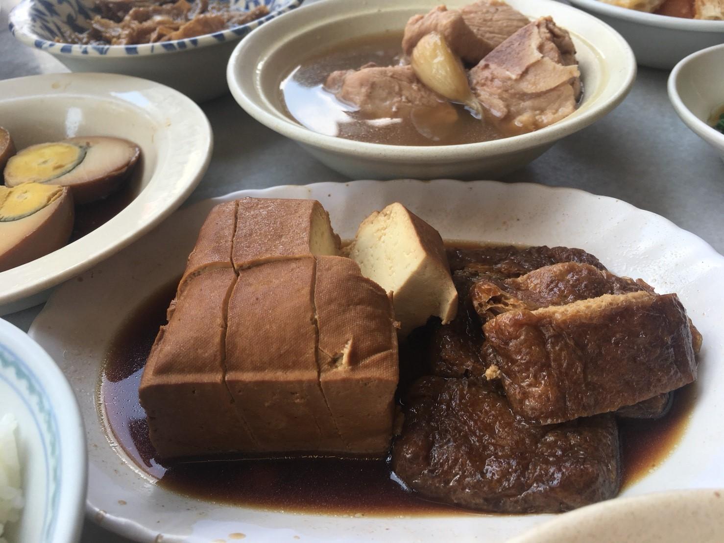 豆干豆ト 油揚げと乾燥したお豆腐を甘辛いソースで味付けした副菜