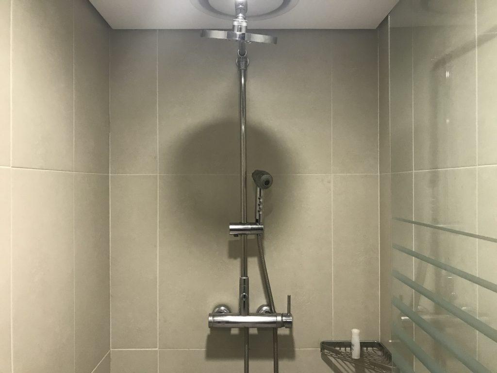 シャワーの向きが正面を向いていてズブ濡れに・・・